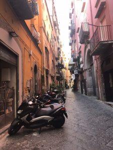 kolorowe uliczki w Neapolu