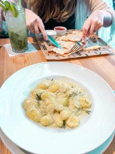 gnocchi w sosie serowym zabłocie