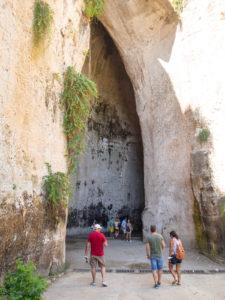 syrakuzy park archeologiczny jaskinie