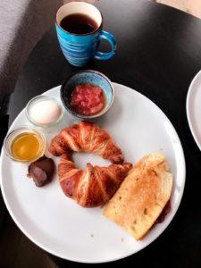 łubinowe wzgórze śniadanie