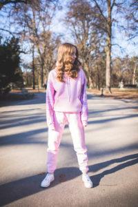 różowy damski dres