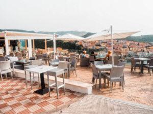 restauracja z pieknym widokiem