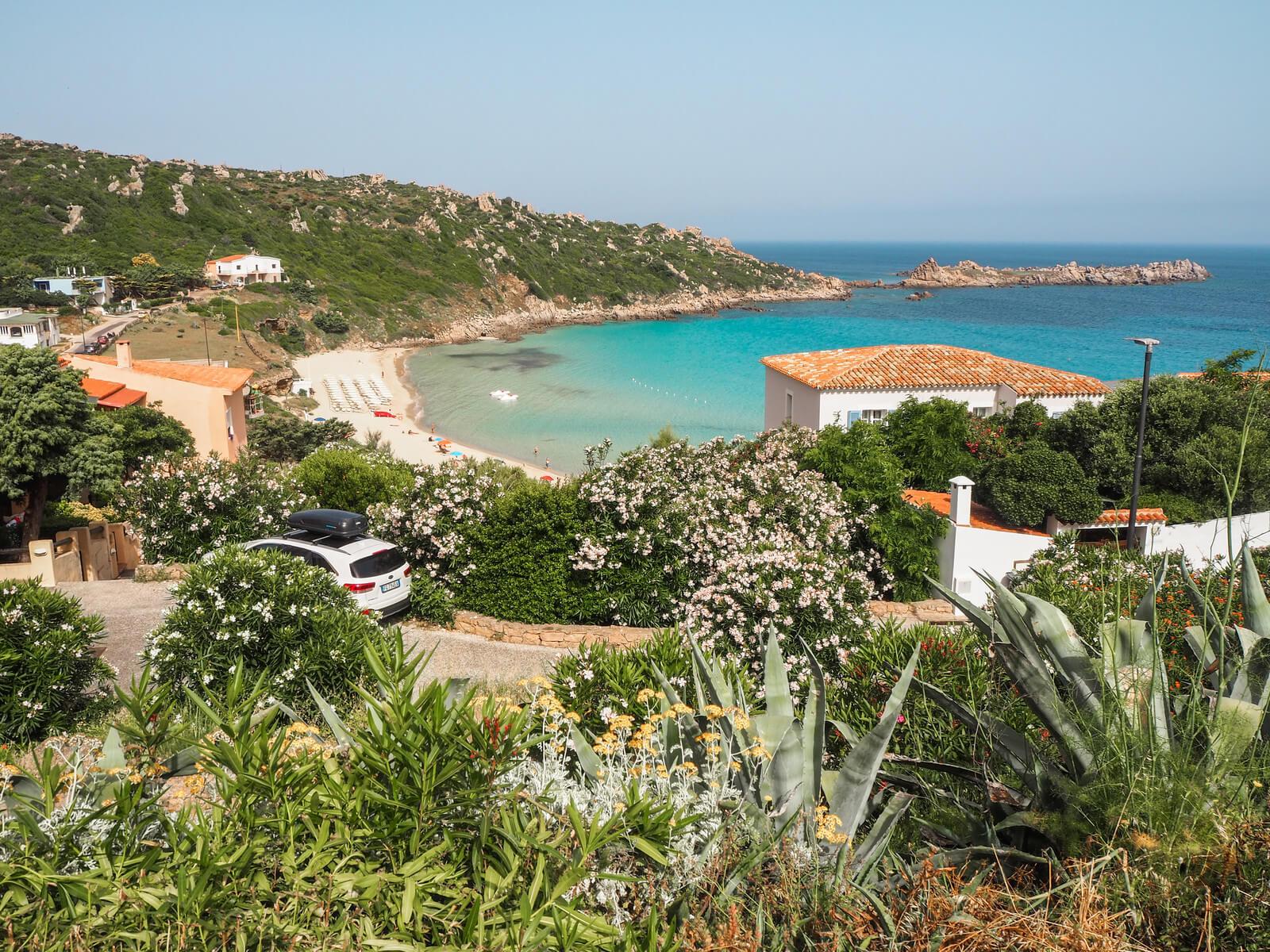 widok na plaze w santa teresi gallura